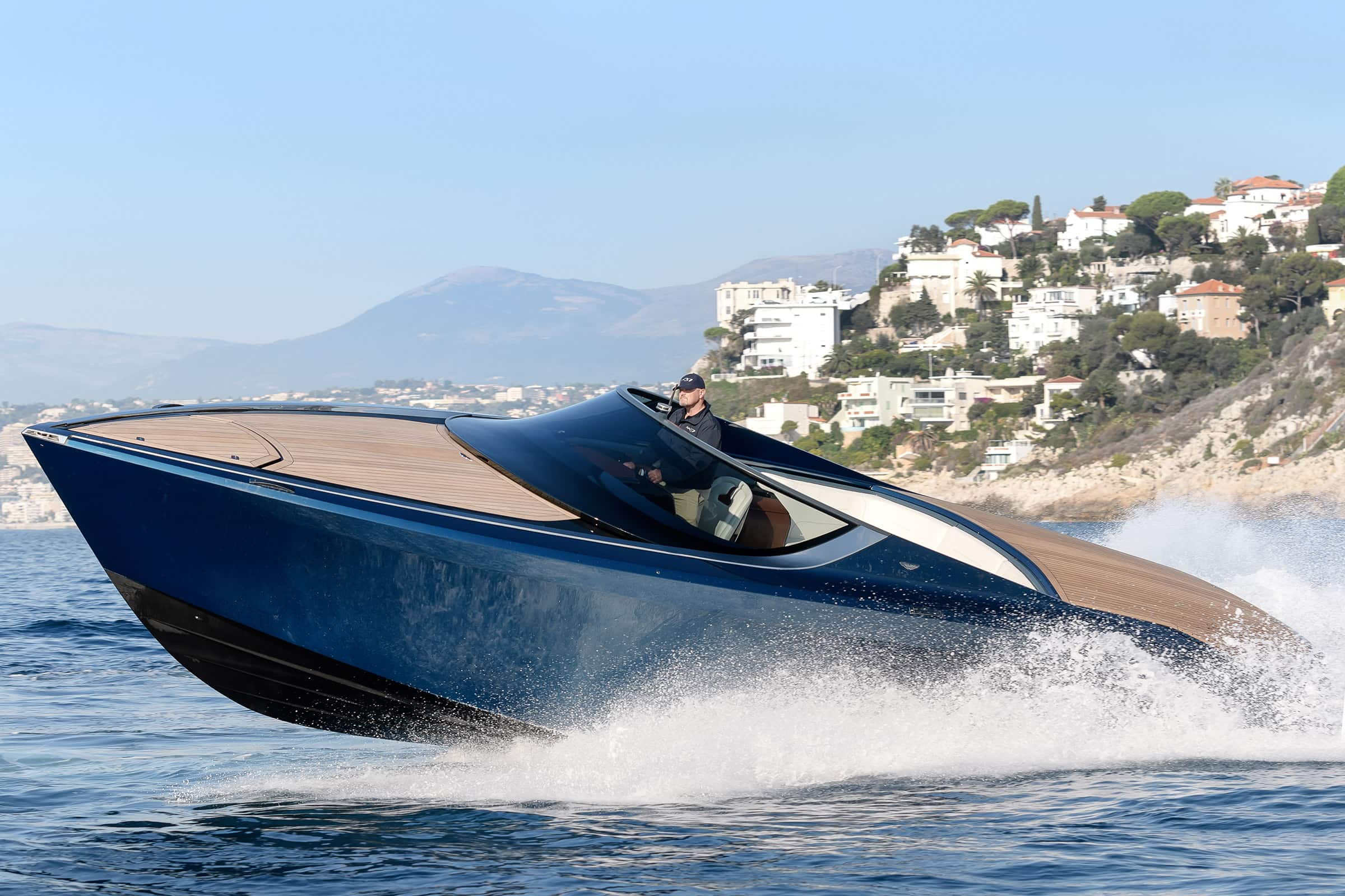 Aston Martin AM37 - Lüks Sürat Teknesi