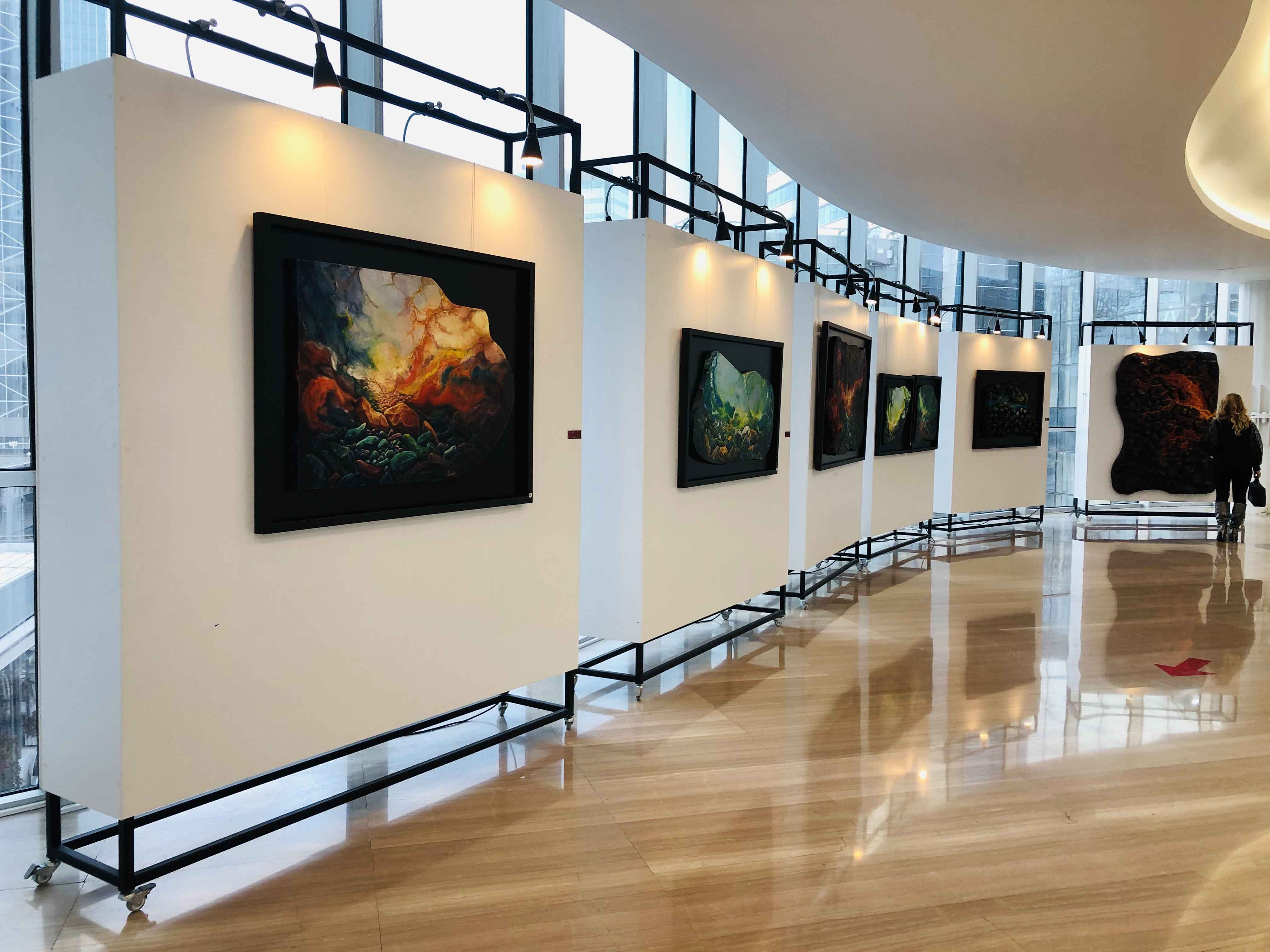 Sanatçı Siret Uyanık'ın 16. solo sergisi Sezgi/sel Ankara Armada Avm'de açıldı.